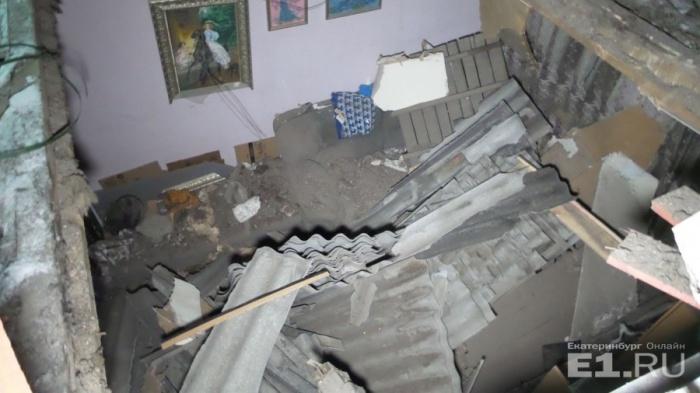 Потолок рухнул во время ремонта крыши