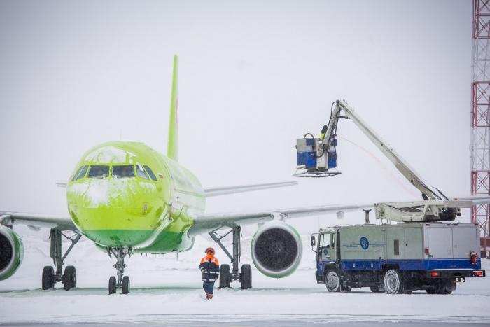 Женщина уже дважды не успела на рейс до Нижнего Новгорода из-за задержек рейсов в Новосибирске