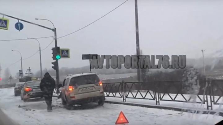 Комбо столкновений: на окружной дороге из-за заноса внедорожника пострадали ещё двое