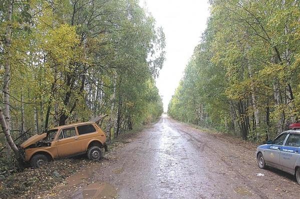 «Нива» под управлением лихача устроила ДТП на пустой дороге