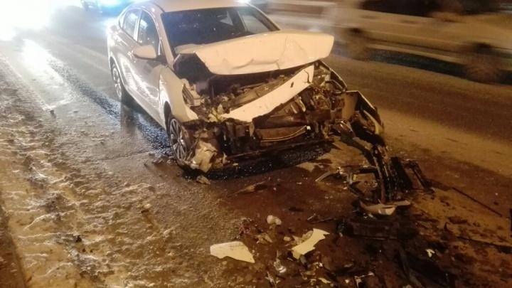 Водитель иномарки пострадал в ДТП на Димитровском мосту
