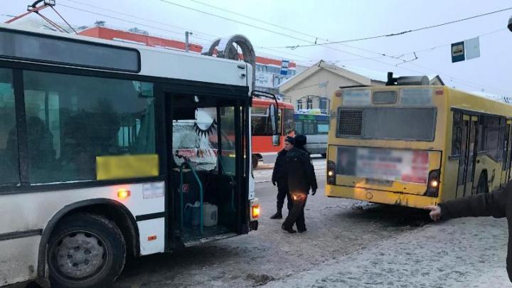 Полиция: водитель автобуса, сбивший женщину у Центрального рынка, ранее неоднократно нарушал ПДД