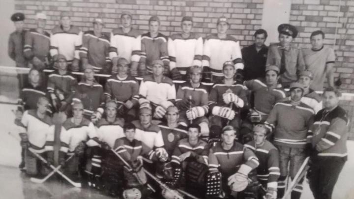 «Пенсии не хватает»: ярославец продаёт автографы легенд хоккея Харламова и Третьяка. Дорого
