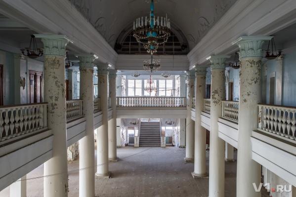 Дворец культуры и техники сейчас прекрасен и заброшен