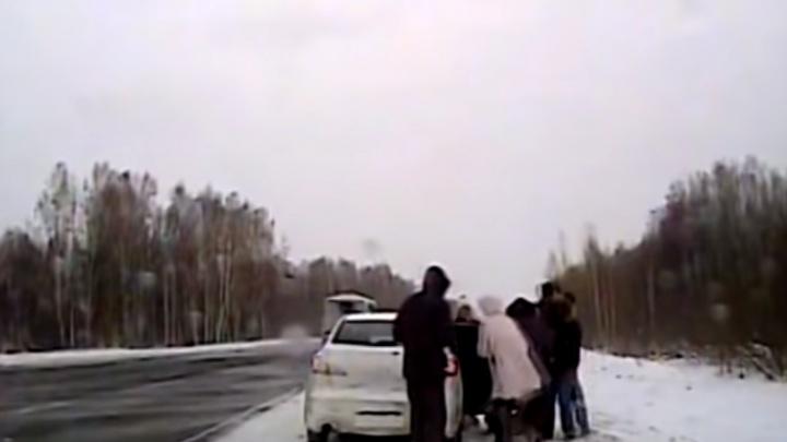 Сотрудники ГИБДД спасли на трассе до Боготола водителя с сердечным приступом