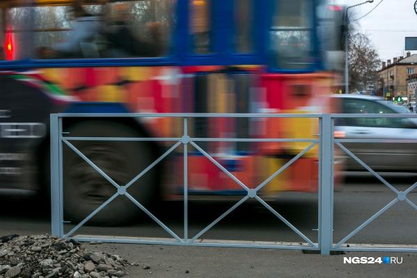 Установка пешеходных ограждений в Красноярске превращается в детективный сериал