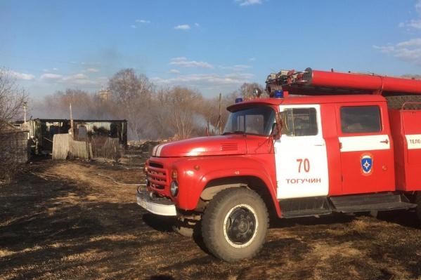 В Березиково загорелось семь построек, три жилых дома сгорело