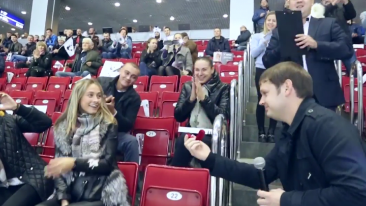 Челябинец сделал предложение возлюбленной во время матча «Трактор» – «Салават Юлаев»