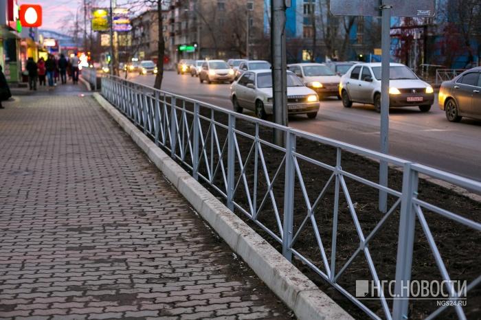 Вкраевом центре начались работы подемонтажу пешеходных ограждений