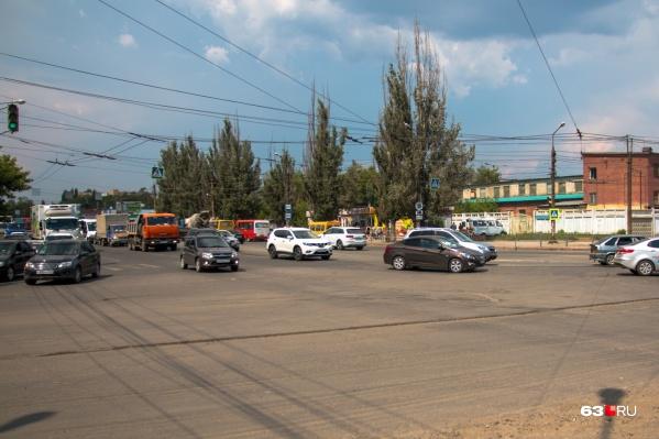 Заводское шоссе является главной промышленной магистралью Самары