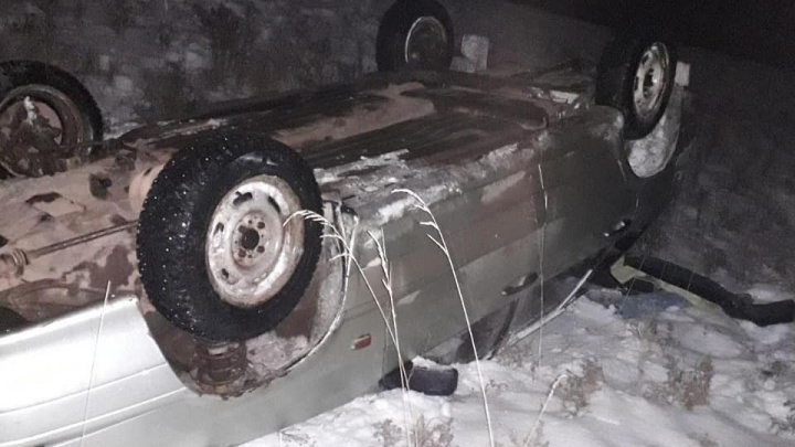 В Башкирии после столкновения с KIA Cerato ВАЗ-2114 рухнул на крышу