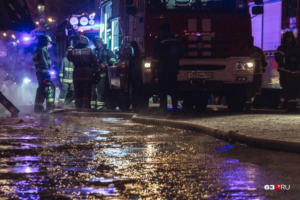 С пожаром боролись 25 человек и 9 единиц техники
