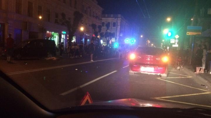 На Куйбышева пешеход попал под колеса мотоцикла и автомобиля