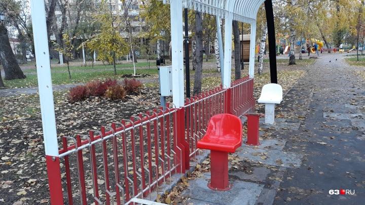 Из многострадального памятника трамваю в сквере Мичурина снова вырвали кресла