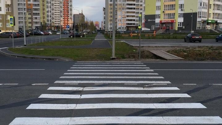 Пешеходный переход упирается в столб: тюменцев возмутила новая «зебра» у Преображенского
