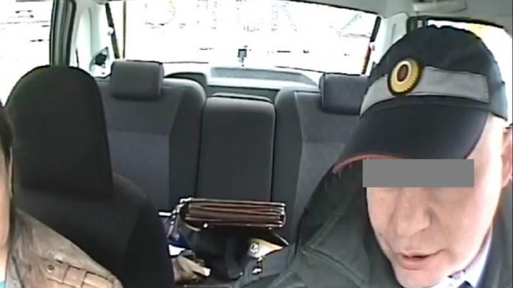 В Екатеринбурге посадили гаишника, который согласился за взятку отпустить пьяную женщину-водителя
