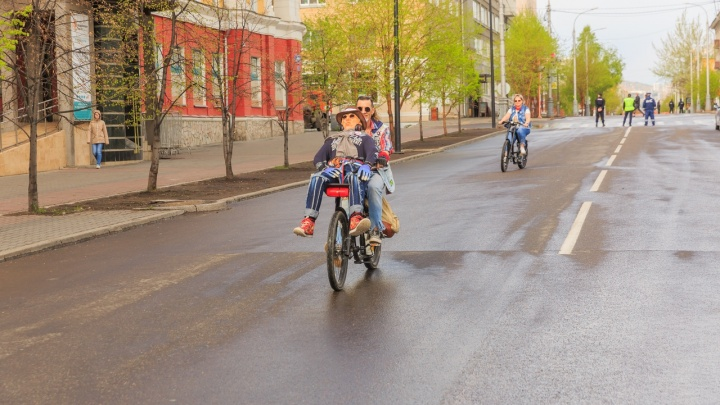 В воскресенье перекроют центральные улицы из-за велопарада и крестного хода. Разбираемся, как ехать