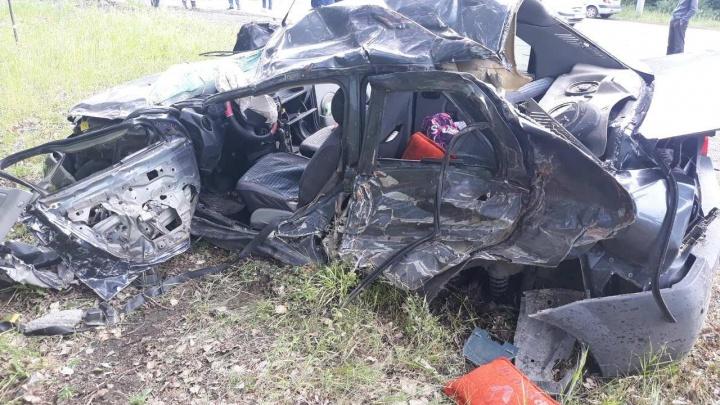 Осталась груда железа: челябинец на легковушке выжил после тарана выехавшего на встречку КАМАЗа