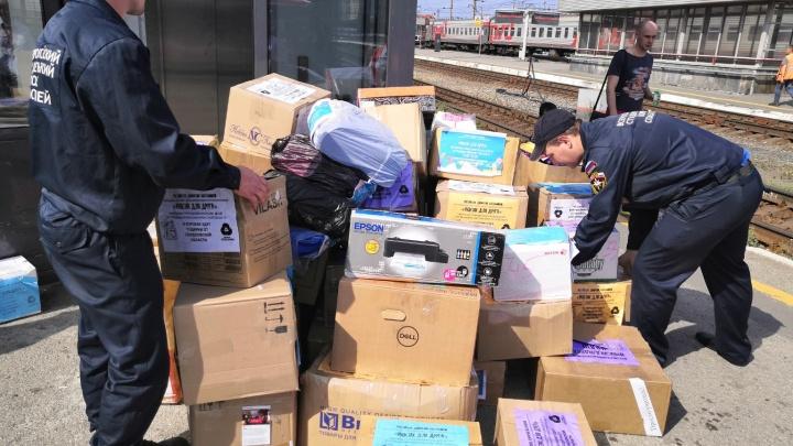Свердловчане собрали почти 2 тонны школьных товаров для пострадавших от паводка в Иркутской области