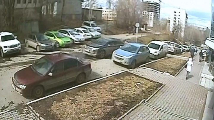 Вскрывали металлическими стержнями: в Екатеринбурге будут судить банду угонщиков российских авто