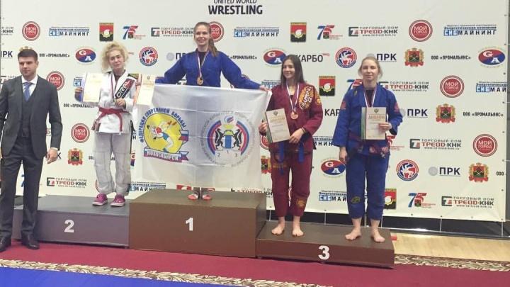 Всех забороли: девушки из Новосибирска взяли золото на чемпионате России по грэпплингу