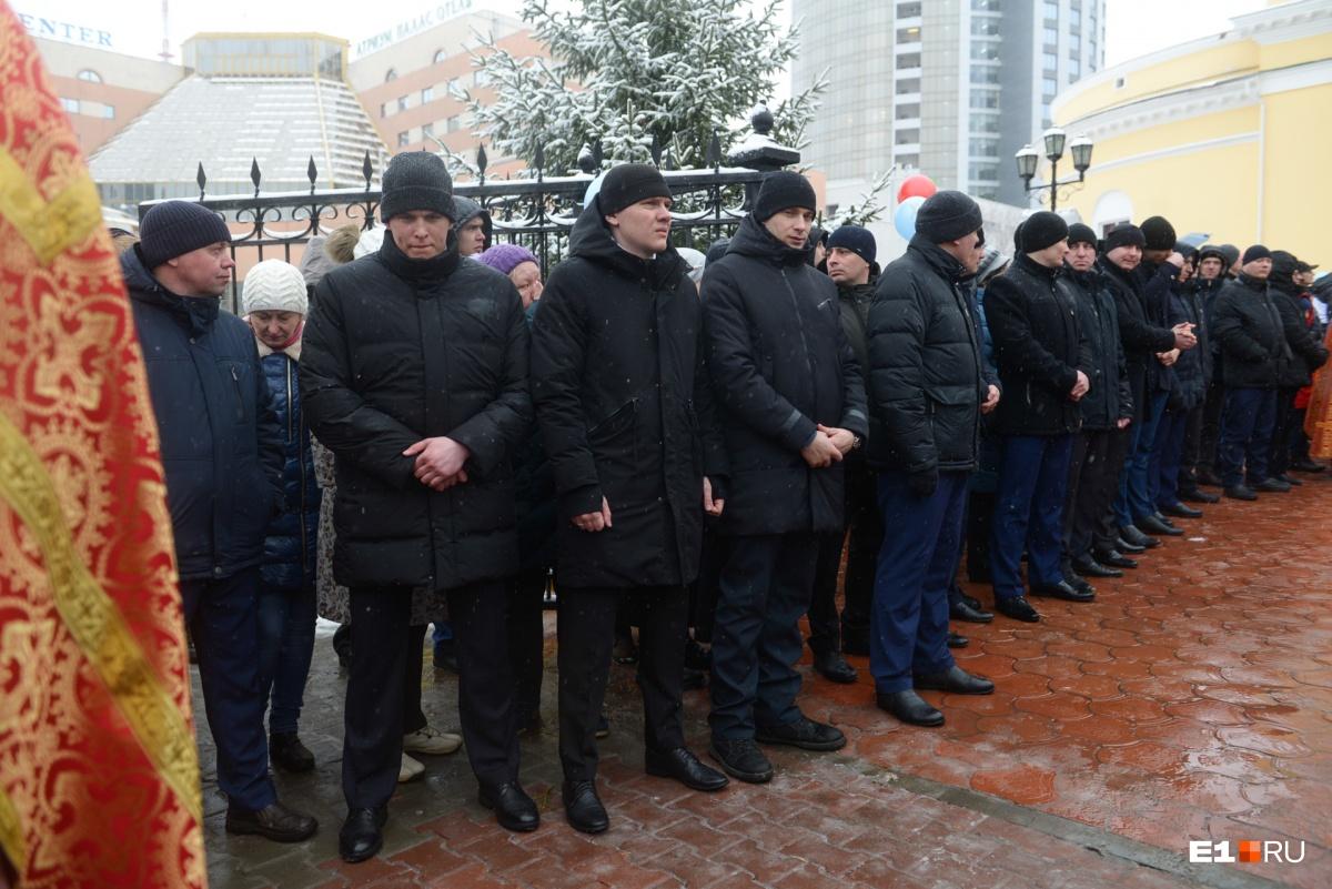 У Свято-Троицкого собора собралось много охраны