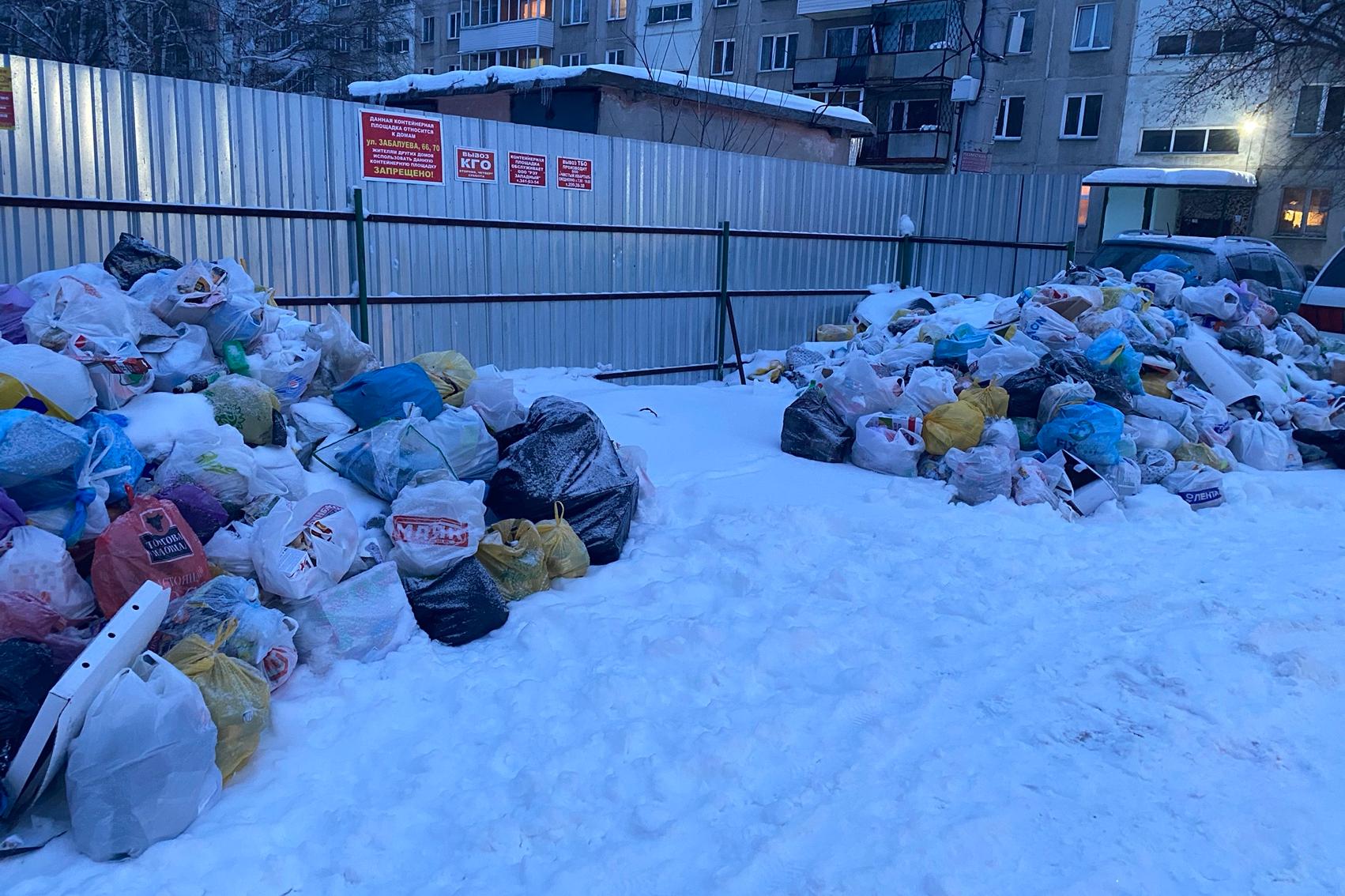 Двор по улице Забалуева, 70 в Ленинском районе