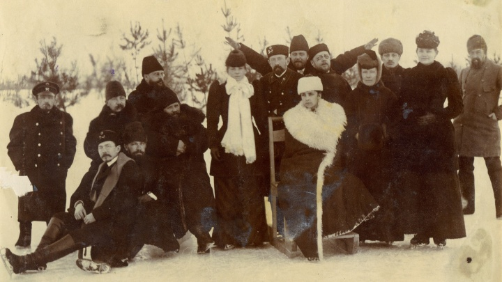Историки показали фото первого катка Новосибирска — на коньках катались и основатели города