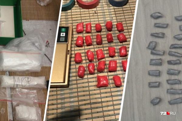 Подавляющее большинство наркотиков сейчас распространяют с помощью закладок. Сначала продавцы прячут такие свертки по всему городу, а потом продают координаты тайников наркоманам