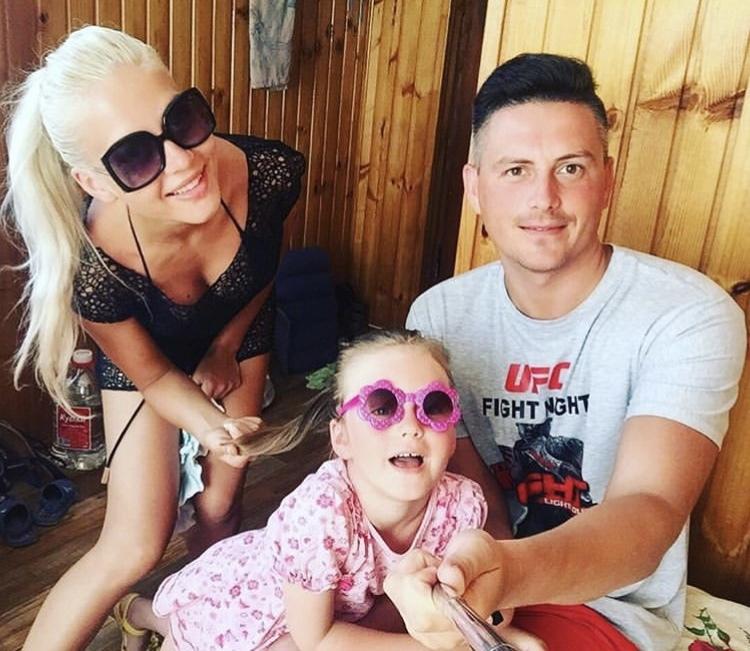 Анна с мужем Евгением и дочерью Полиной