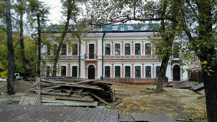 Возле ЦУМа закончили реставрацию заброшенного детсада-«замка»