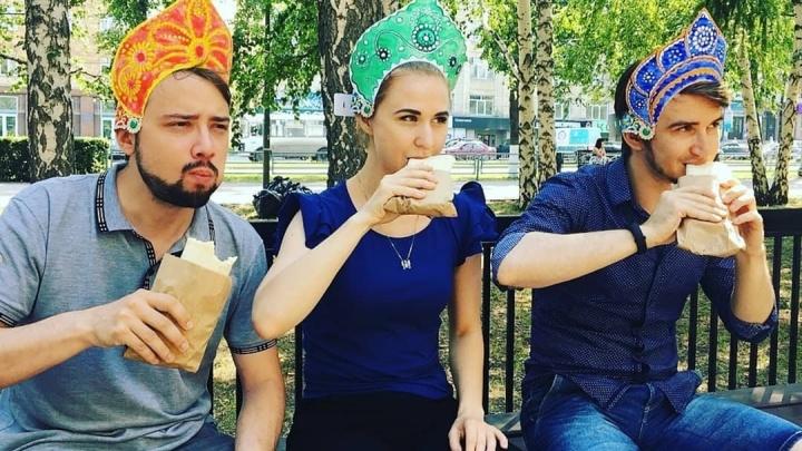 Жующие в кокошниках: челябинцы запустили эстафету в поддержку футбольной сборной на чемпионате мира