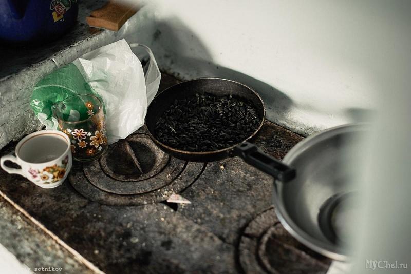 Женщина оставляла малышей одних в холодном доме без еды