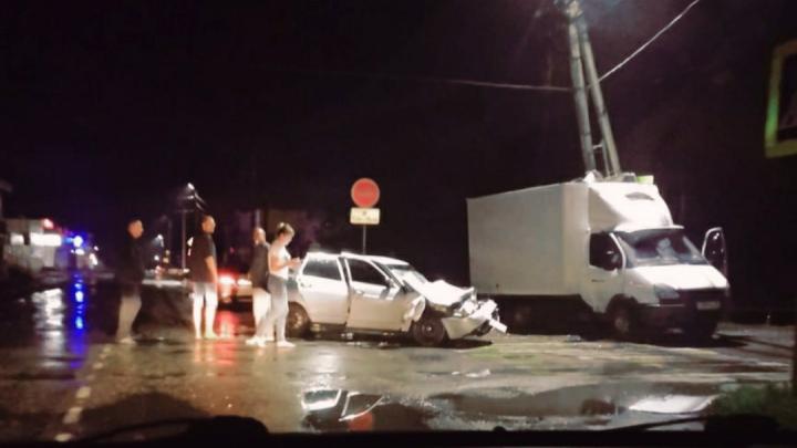 В ночном ДТП в Сальске пострадали пять человек