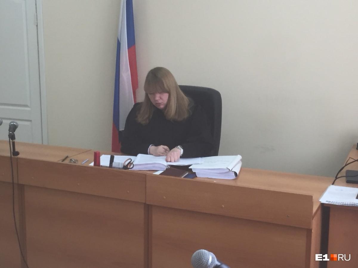 Купили 100 огнетушителей: «Гринвич» в суде показал фото устраненных замечаний прокуратуры