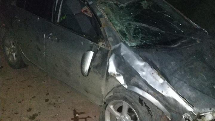 Пьяная компания на Nissan сделала сальто на тротуаре и пыталась сбежать
