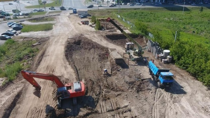 «Впереди — газоны, ливневки, велодорожки»: в Уфе начали строить улицу Рудольфа Нуреева