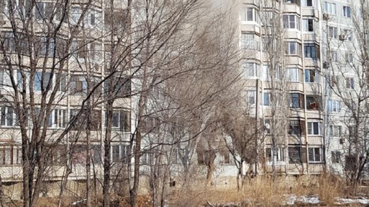 Волгоградцев эвакуировали из горящей девятиэтажки