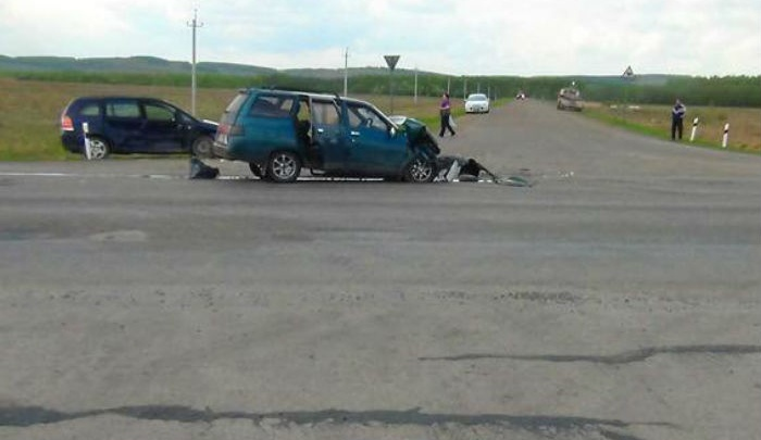 Получили серьезные травмы: на трассе в Башкирии столкнулись Opel и «одиннадцатая»