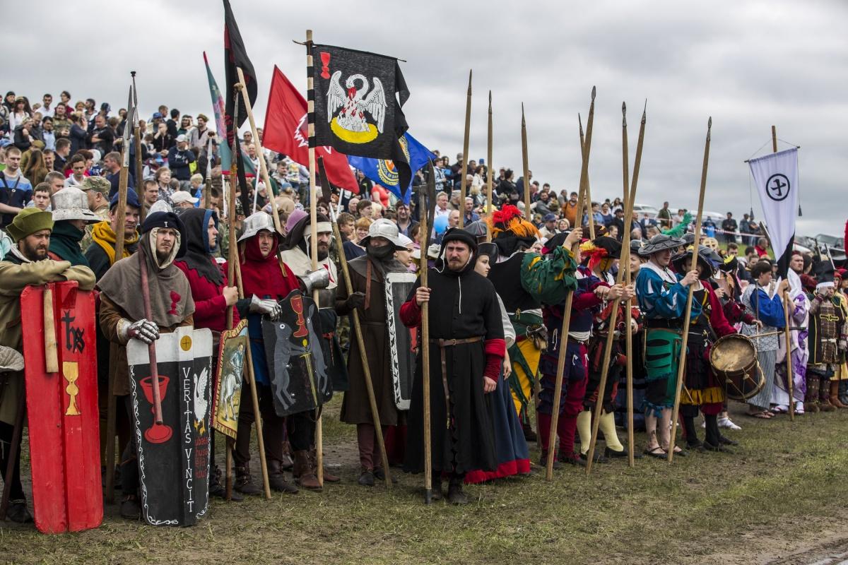 Под Новосибирском собрались около  40 000  человек