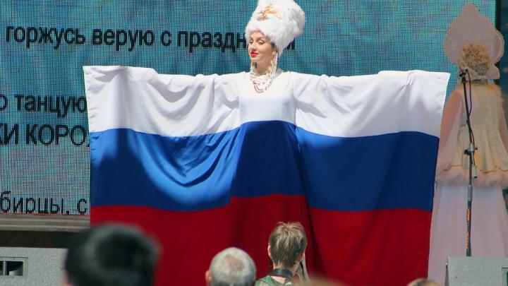 Белый, синий, красный: где и как в Новосибирске отметят День российского флага