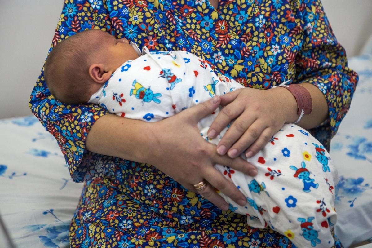 ВНовосибирске насвет появился огромный младенец