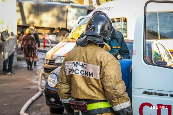 С пожаром на Западном боролись 16 спасателей