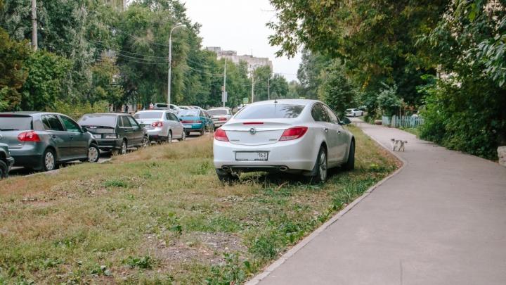 Штрафы за парковку на газонах в Самаре опять введут не раньше ноября