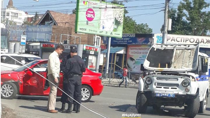 УАЗ Росгвардии спешил на срочный вызов и попал в аварию на перекрёстке