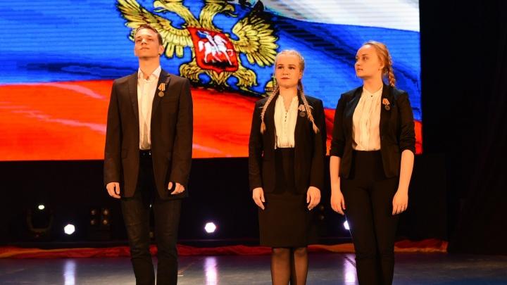 В Екатеринбурге танцорам вручили медали за выступления на военных базах в Сирии