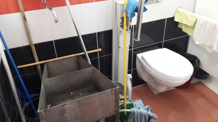Ждите до мая: туалет для инвалидов во Дворце молодёжи закрыли на ремонт