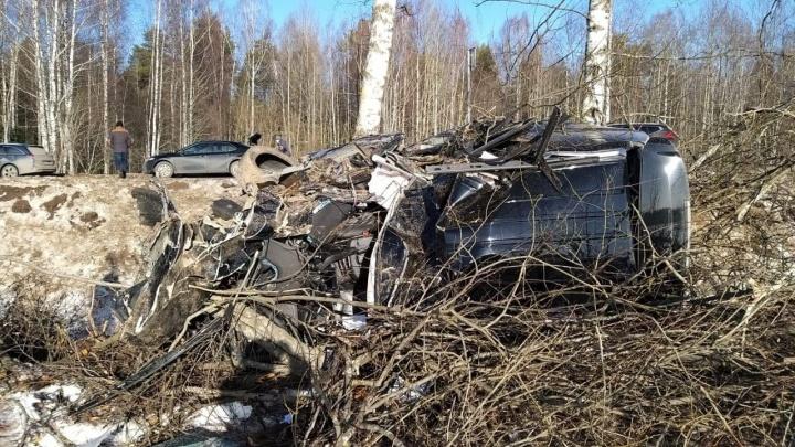 «Превратился в кучку железа»: в Ярославской области ищут сбежавшего с места ДТП водителя «Кадиллака»