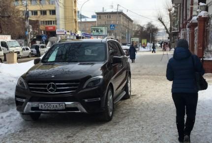 «Я паркуюсь как чудак»: Mercedes ААА — владыка улицы Ленина