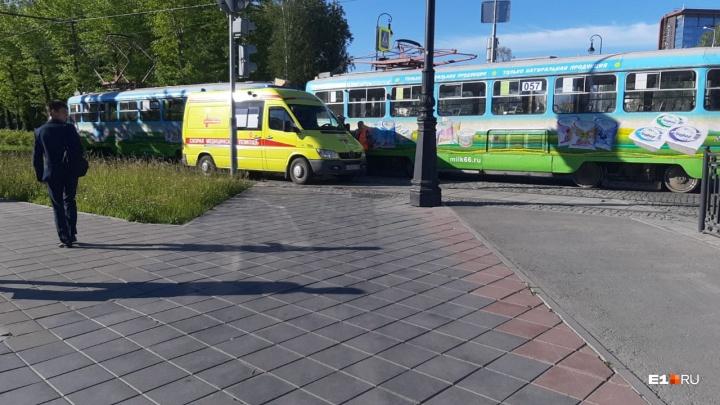 НаВерх-Исетском бульваре трамвай сбил пешехода